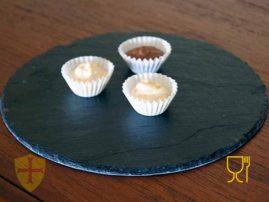 Bombón de chocolate en pizarra para decoración de su hogar. Pizarra natural para Horeca. Diseños personalizados.