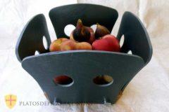 Frutero pizarra y madera para decorar su mesa. Diseños personalizados en pizarra. Platos pizarra Valencia.