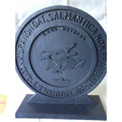 Grabado en pizarra natural. Diseños únicos y personalizados. Fabricación artesanal. Trofeo pizarra.
