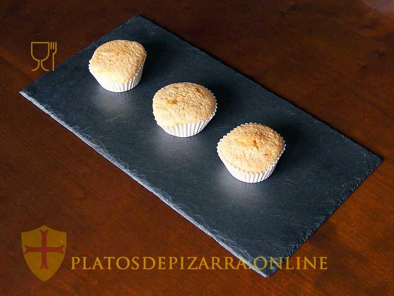 Platos de pizarra para la decoración del hogar fabricados por artesanos del Bierzo. Platos pizarra artesanal.