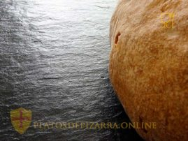 Horeca plato pizarra natural para decoración. platosdepizarra.online.