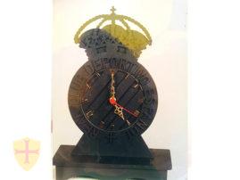 Reloj y escudo de futbol Español de Barcelona. Objetos de decoración en pizarra natural del Bierzo (León).